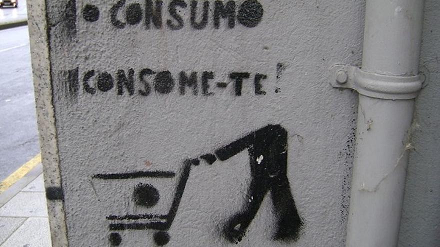 Un 'stencil' contra el consumismo