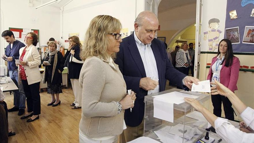 Fernández Díaz espera una jornada libre y democrática y llama a cumplir la ley con las estelades