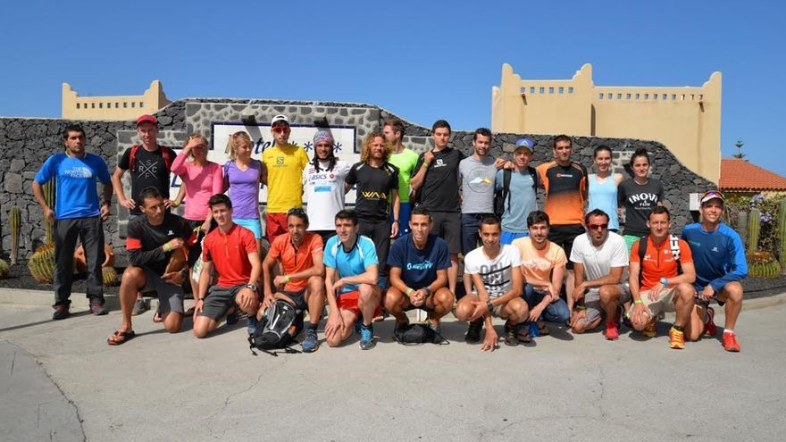Foto de familia de algunos de los participantes en la Plátano de Canarias Transvulcania 2015 (Jorge Puhl / Transvulcania).