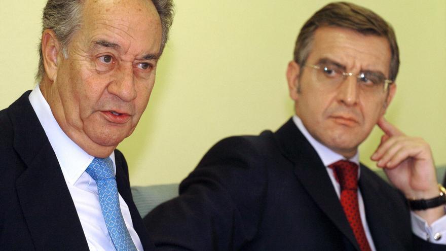 Juan Miguel Villar Mir y el actual consejero delegado de OHL, Tomás García Madrid, en una imagen de archivo. Foto: EFE