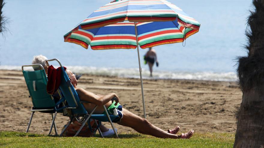 Farmacéuticos advierten de un elevado riesgo de quemaduras en la piel por las primeras visitas a las playas