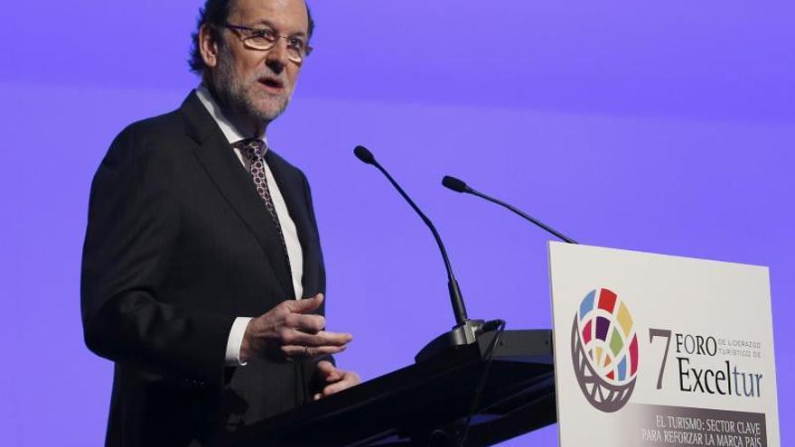 Rajoy afirma que España salió de las trincheras de la crisis y combate para la recuperación