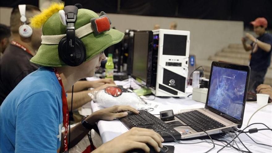 Un 46 por ciento de los padres de menores de 12 años desconoce el lenguaje que usan en la red