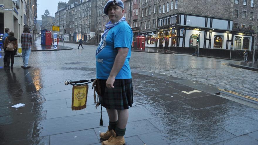 Un votante escocés a favor de la independencia en las calles de Edimburgo.