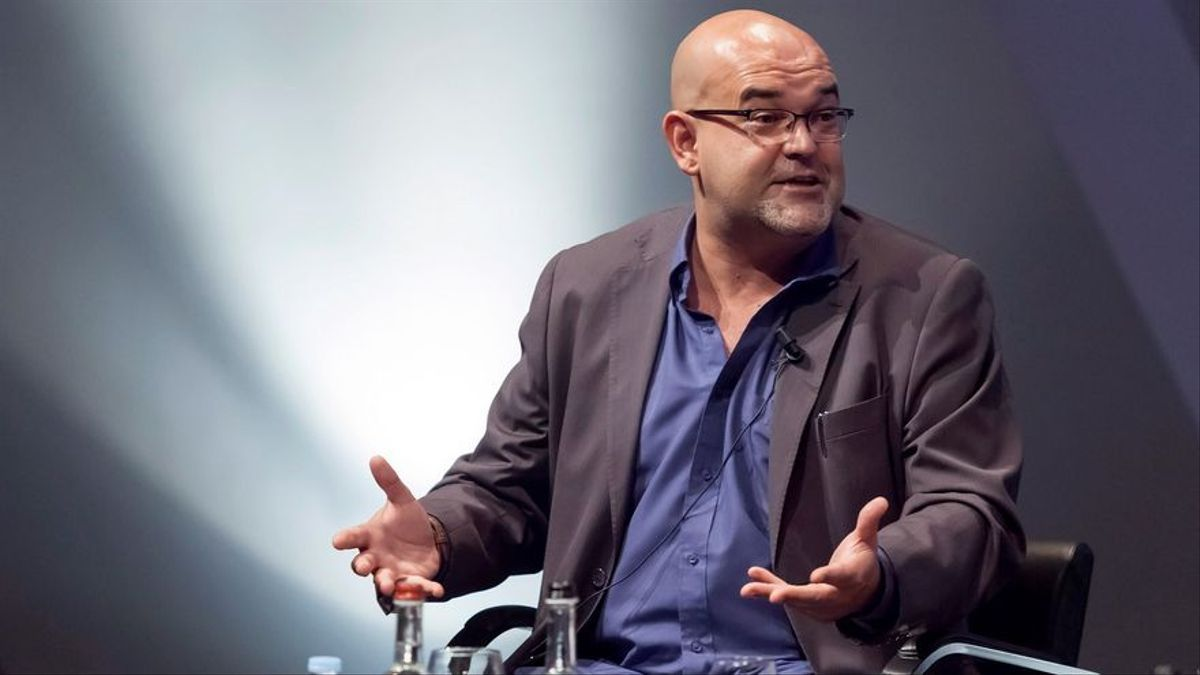 El escritor canario Alexis Ravelo, premio novela Café de Gijón 2021.