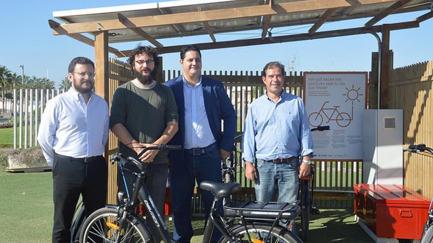 El concejal de Innovación, Roberto Jaramillo (segundo por la izquierda), en la presentación del proyecto