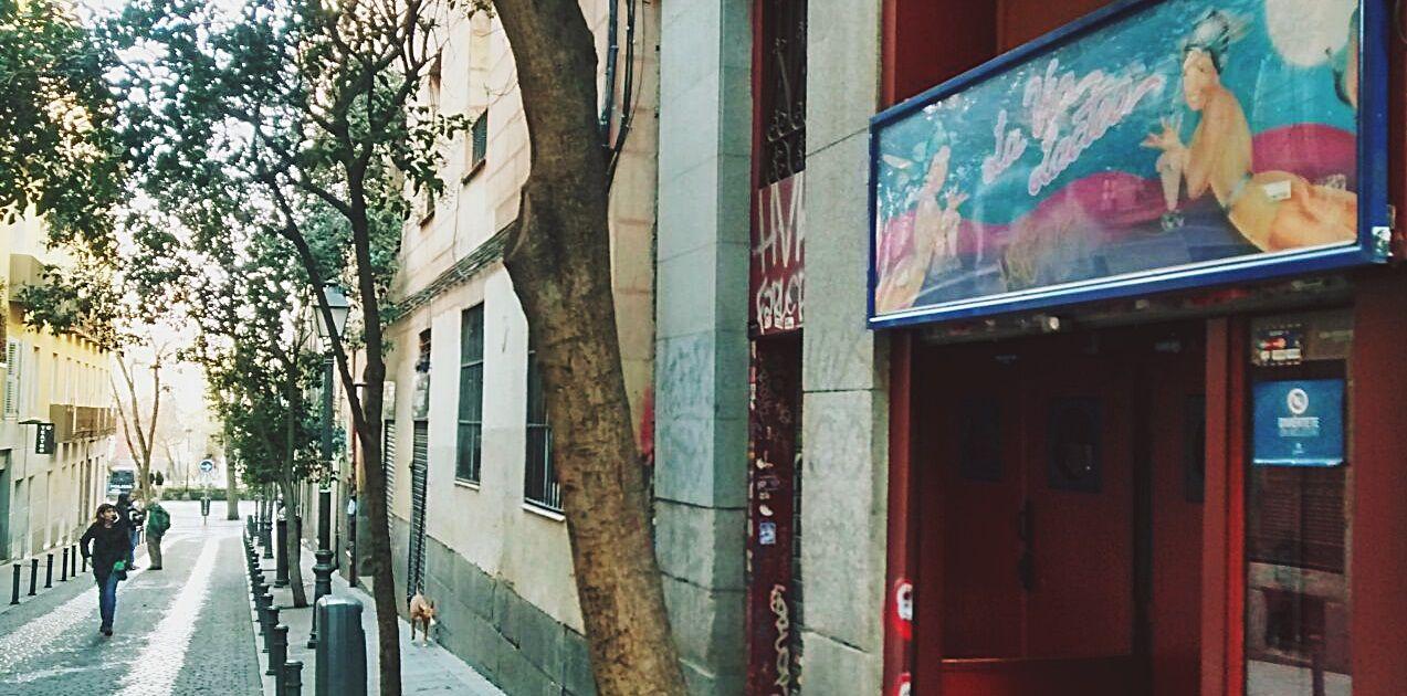 Calle Velarde hacia el Dos de Mayo desde La Vía Láctea | SOMOS MALASAÑA