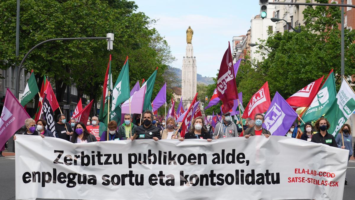 Sindicatos de la Administración Pública se manifiestan por Bilbao durante la jornada de huelga