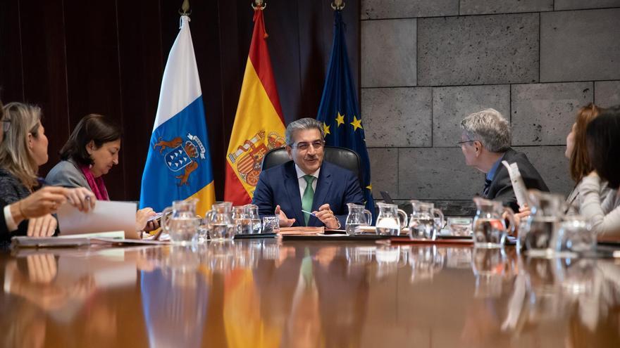 Román Rodríguez preside el Consejo de Gobierno de Canarias