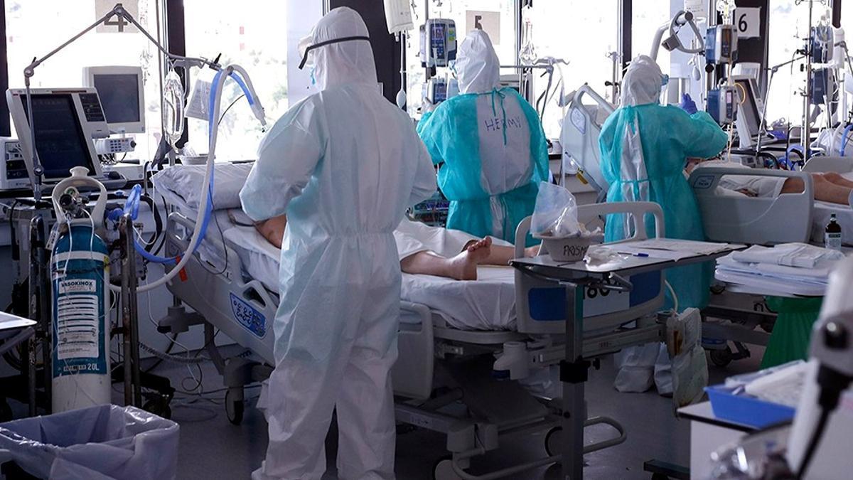 Las camas de terapia intensiva, al borde de la ocupación plena en el AMBA