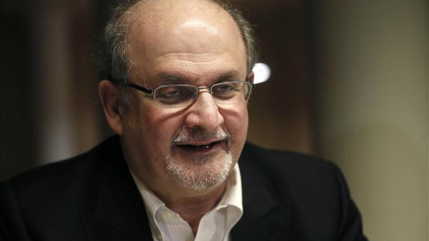 """Salman Rushdie: """"No es divertido ser el eterno candidato al Premio Nobel"""""""