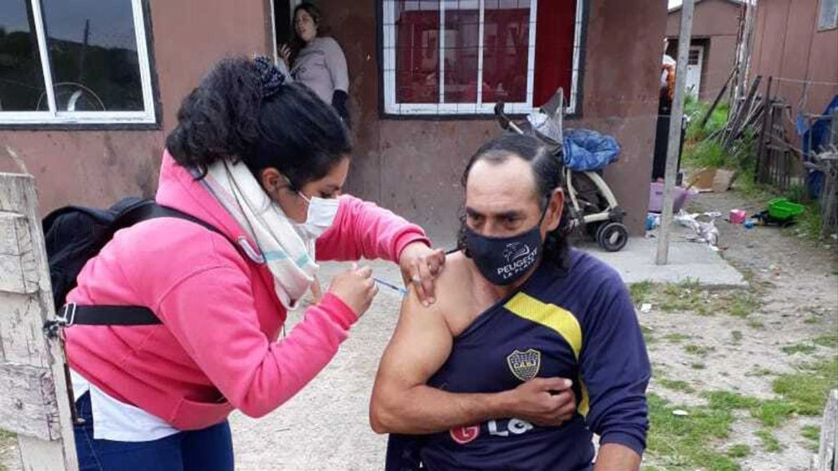 La aplicación de monodosis de la vacuna de CanSino llegó a la periferia platense.