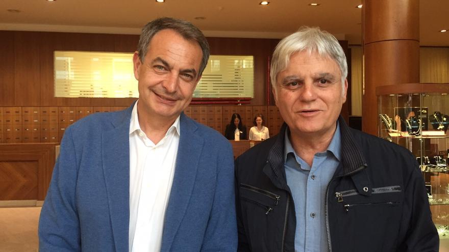 El ex presidente del Gobierno de España, José Luis Rodríguez Zapatero, y el vicepresidente del Gobierno canario, José Miguel Pérez. (CANARIAS AHORA)
