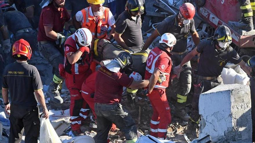 Dos muertos y 6 desaparecidos al derrumbarse un edificio en el sur de Italia