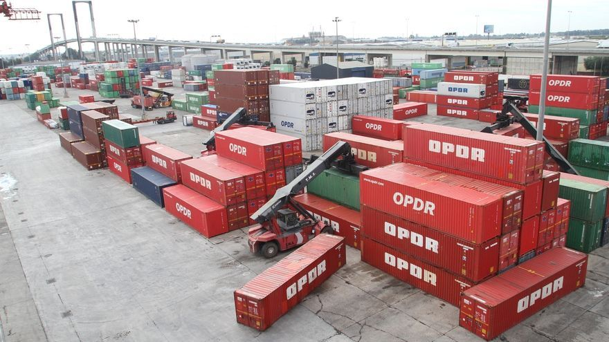 Las exportaciones caen un 5% en septiembre y las importaciones un 7,4%