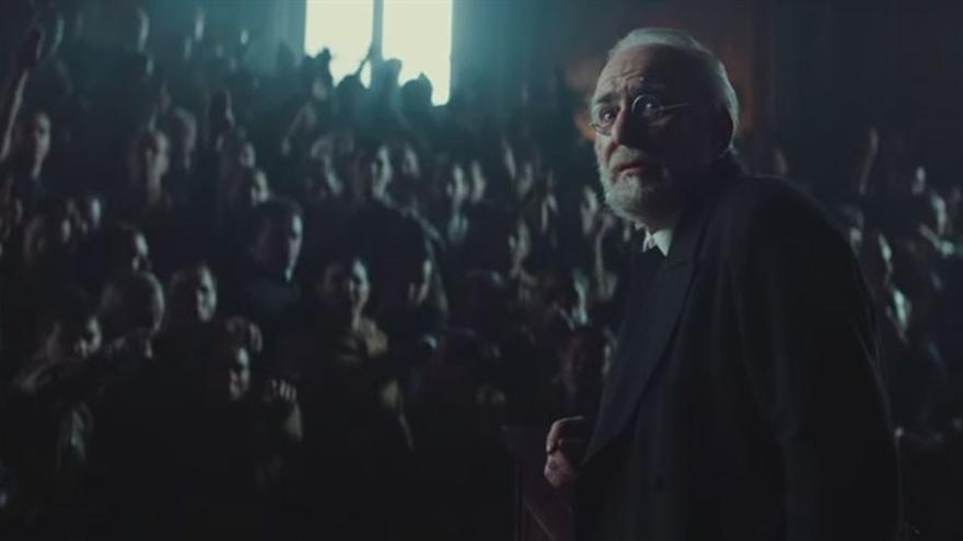 Unamuno observa a Millán Astray antes de su célebre discurso