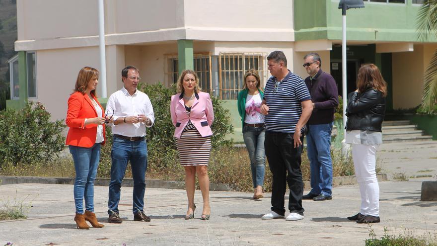 Un momento de la visita realizada a la urbanización de El Pino.