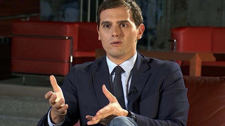 """Rivera defiende que no pueden """"pagar todos los catalanes por el que se salta la ley"""", ya que está en juego la autonomía"""
