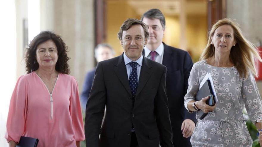 El Congreso acuerda que De Guindos explique en un pleno el caso Soria