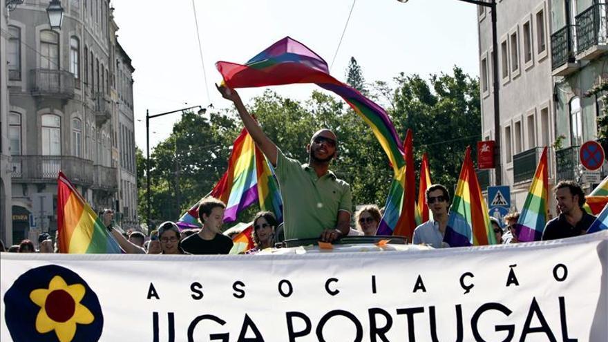 El Parlamento portugués aprueba la adopción para parejas homosexuales
