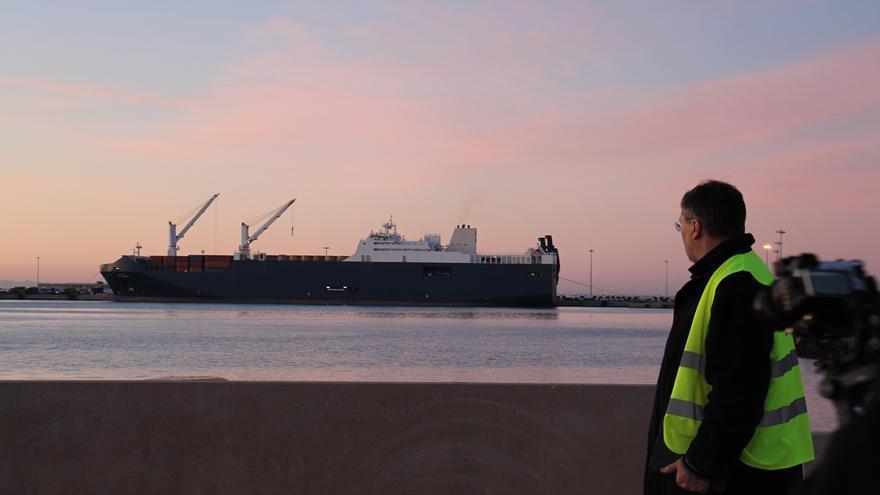 El barco saudí Bahri Abha atracado en el puerto de Sagunto.
