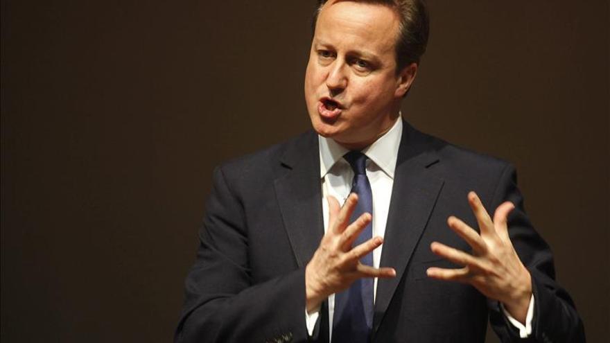 """Cameron seguía en Twitter a una agencia de prostitutas """"accidentalmente"""""""