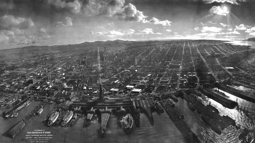 Fotografía aérea de San Francisco tomada desde una cometa tras el terremoto de 1906.