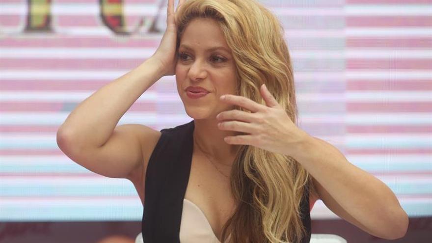 Shakira sorprende y encanta a los chilenos en la presentación de su perfume