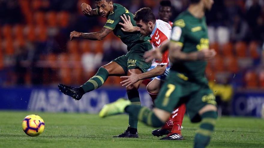 El Lugo respira y Las Palmas encadena siete jornadas sin ganar