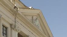 El Juzgado obliga al Ayuntamiento a retirar la bandera LGTBI del mástil de la fachada de su edificio