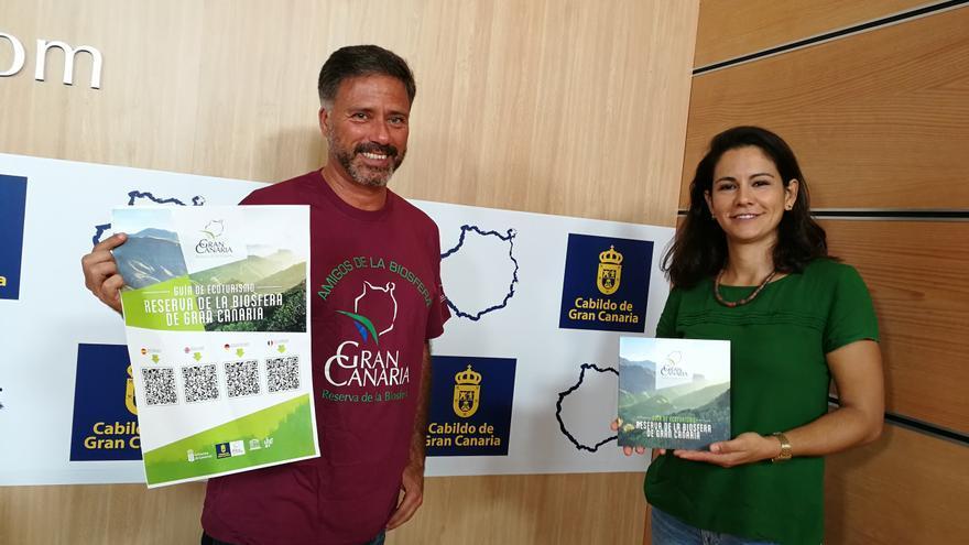 El consejero de Medio Ambiente del Cabildo de Gran Canaria, Miguel Ángel Rodríguez, presenta la Guía Ecoturística de la Reserva de la Biosfera de la isla.