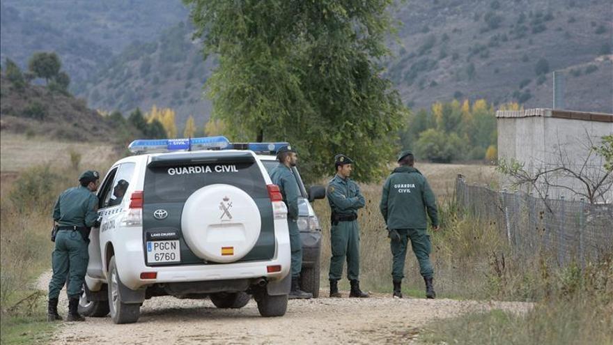 Dos sospechosos de asaltar gasolineras tienen secuestrado a un médico portugués