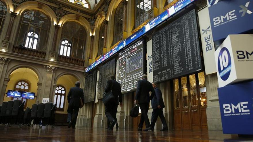 La Bolsa española inicia la semana al alza, con ganancias del 1,04 %