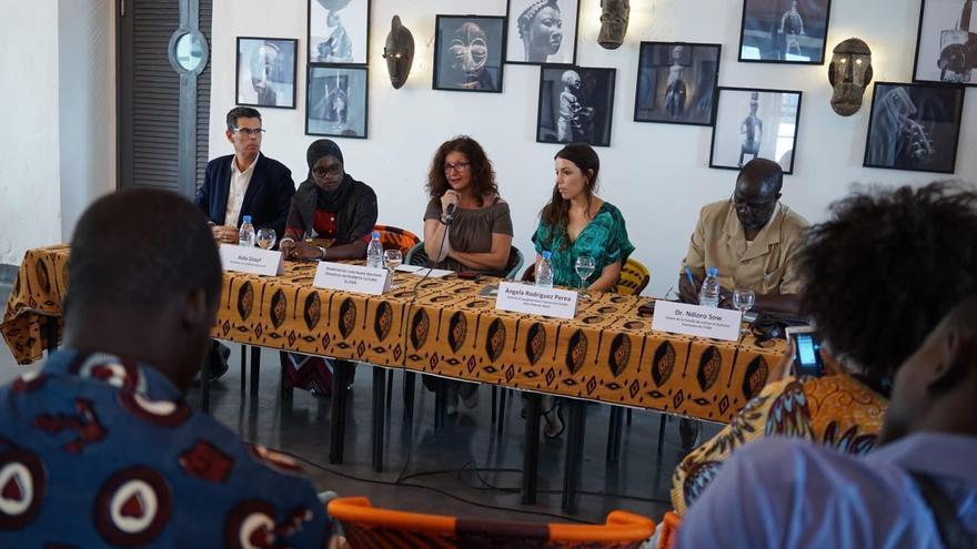 Mesa redonda sobre el español en África durante el Festival Métissons de Saint Louis. (JOAN TUSSELL/ CASA ÁFRICA)