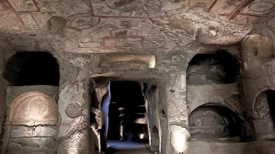 Interior de las Catacumbas de Domitila, las más grandes de Roma.