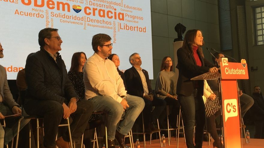Arrimadas acusa a los políticos que no celebran la Constitución de no defender sus valores