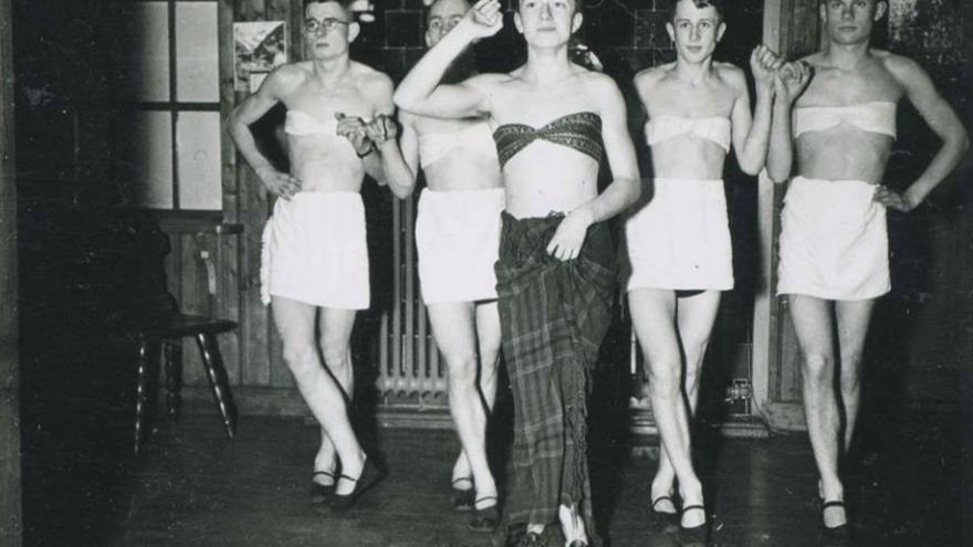 C:\fakepath\espectaculo_cabaret_travestis_soldados_nazis.jpg
