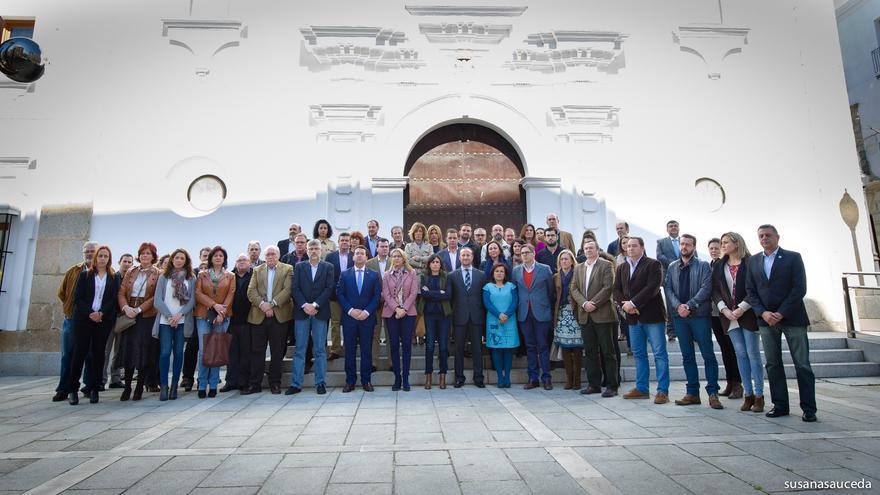 Concentración en la puerta de la Asamblea de Extremadura