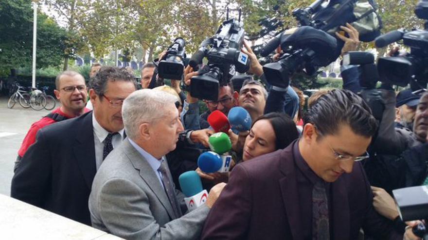 El exsecretario general de RTVV, Vicente Sanz, a su llegada a la Audiencia de Valencia