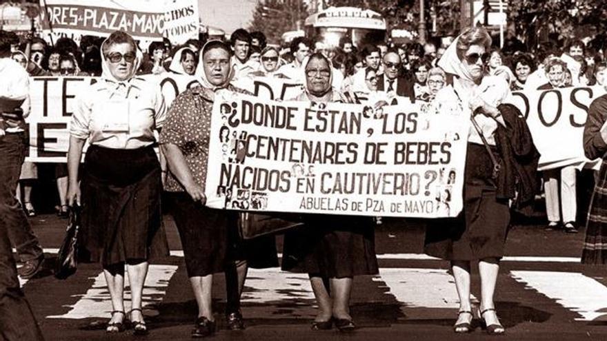 Una movilización de Abuelas de Plaza de Mayo