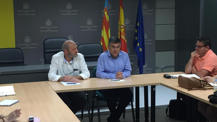 El delegado del Gobierno, Juan Carlos Fulgencio (derecha), junto a su jefe de gabinete, Salvador Soler