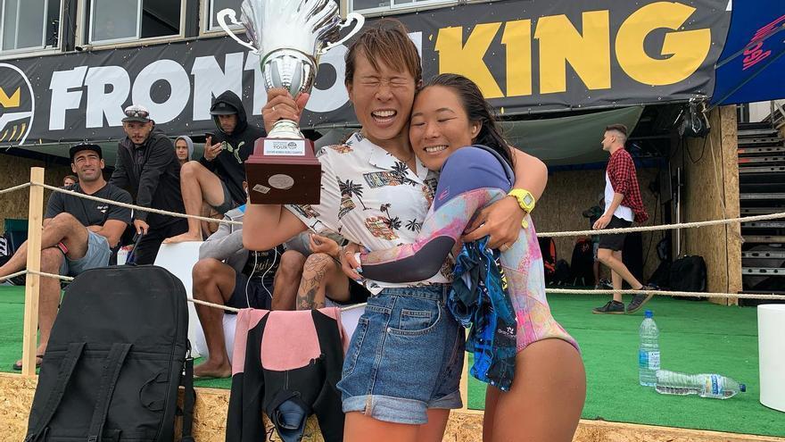 La japonesa Sari Ohhara con su trofeo de campeona del mundo.