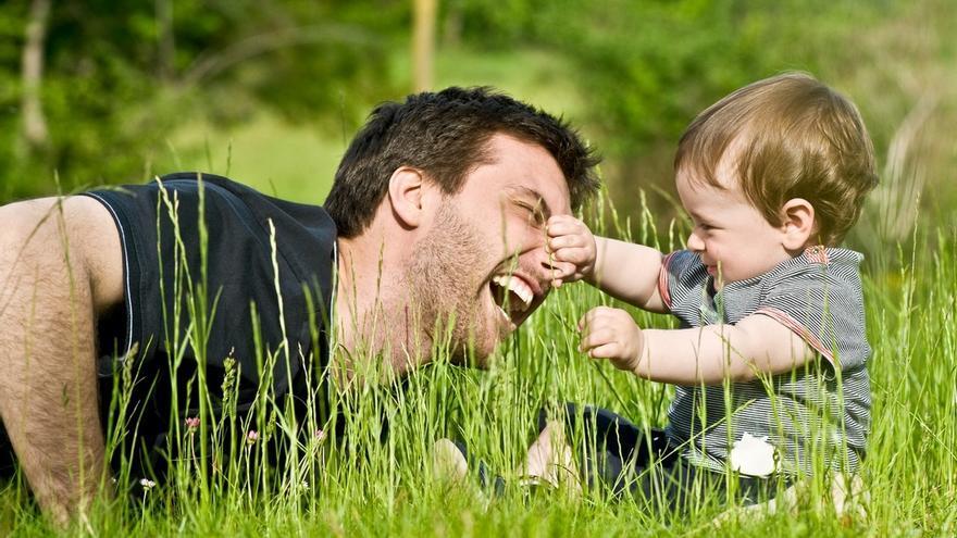 Un padre y su hijo.
