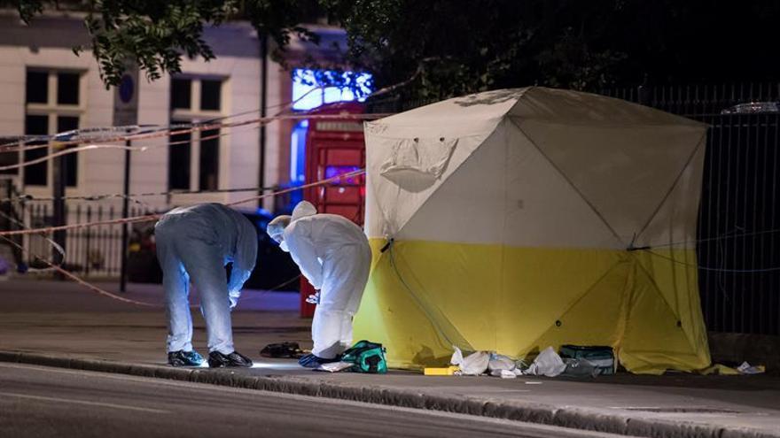 Una mujer muerta y varios heridos en un ataque con un cuchillo en el centro de Londres