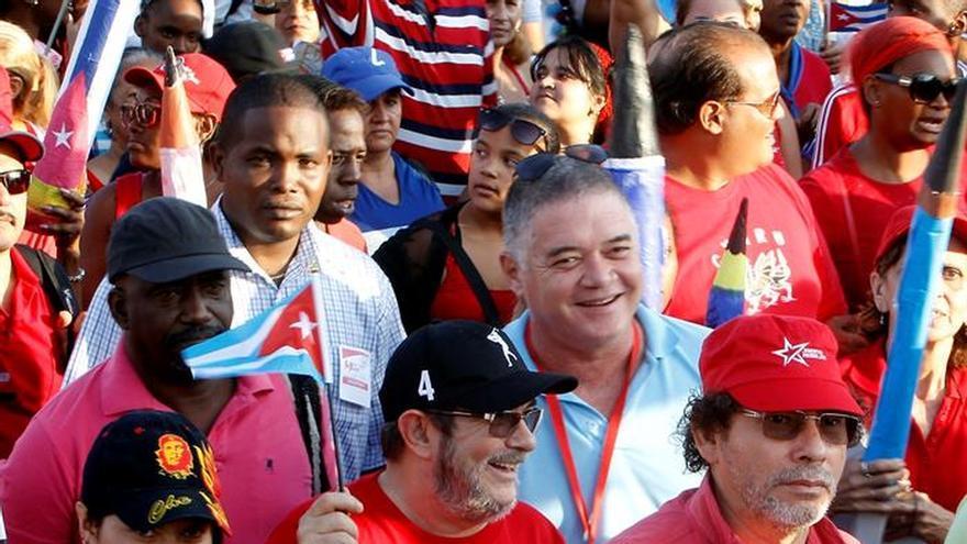 """El líder de las FARC """"Timochenko"""" asiste al desfile del 1 de Mayo en La Habana"""