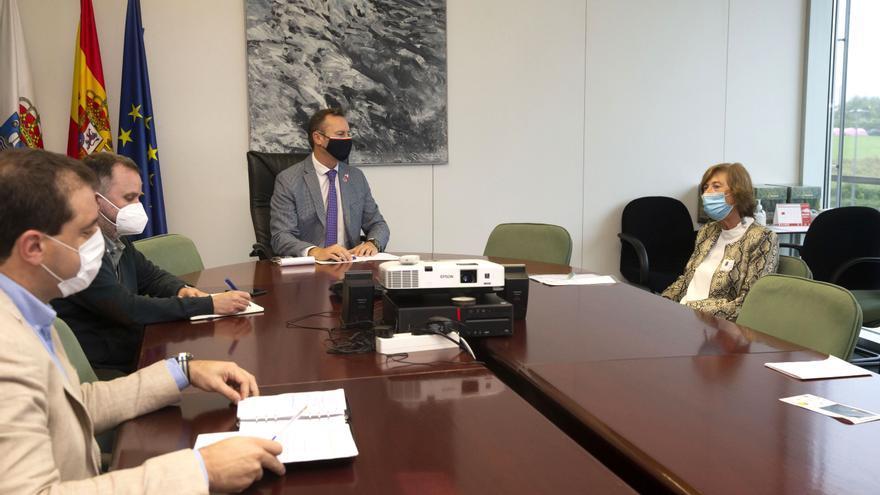 El consejero de Medio Ambiente se reúne con la directora del Instituto Español de Oceanografía