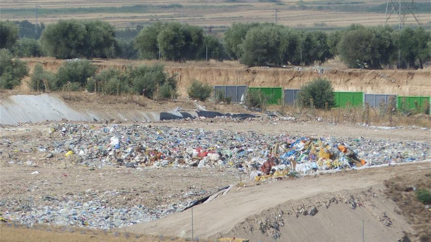 """Denuncian que Castilla-La Mancha se ha convertido en """"destino deseado"""" de basura industrial de toda España"""