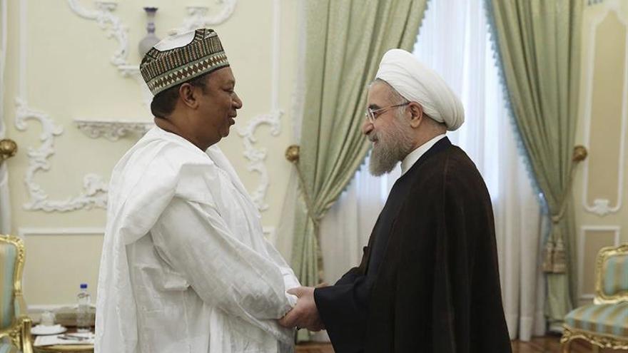 """Irán defiende la """"estabilidad"""" del mercado de petróleo con el barril a 55 dólares"""