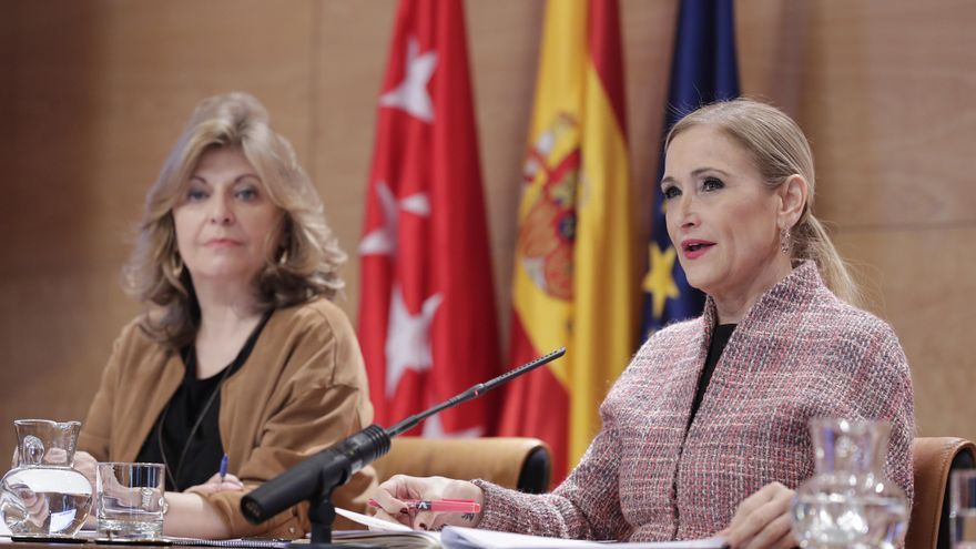 La presidenta Cristina Cifuentes con la consejera Engracia Hidalgo. / Madrid.org