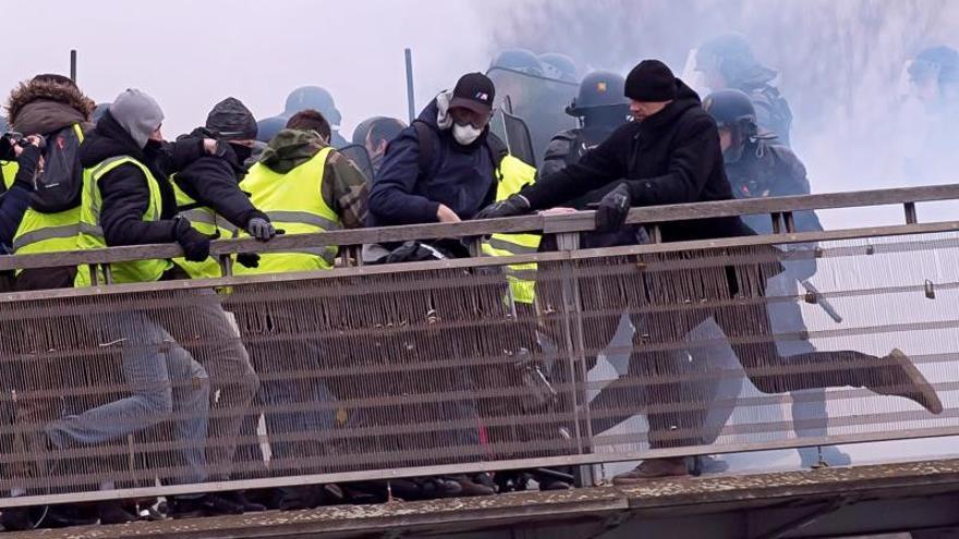 """El Consejo de Europa condena la agresión a periodistas por los """"chalecos amarillos"""""""
